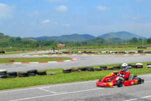 Acelere nas pistas do Kartódromo Internacional de Guapimirim